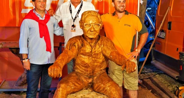 Fából faragott motorost kap a Fat Boy szobor mellé Alsóörs